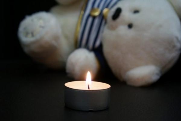 На Львівщині 24-річна матір трьох дітей викинула свою новонароджену доньку на кладовище