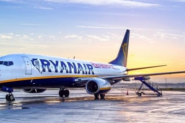 До Львова прибув перший літак відомого лоукостера Ryanair