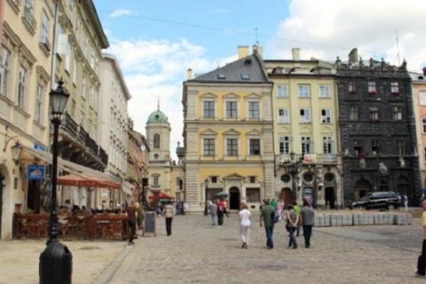 У пішохідній зоні в центрі Львова зменшать кількість автомобілів