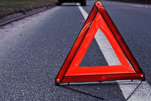 Біля Львова відбулось потрійне автозіткнення: водій травмований