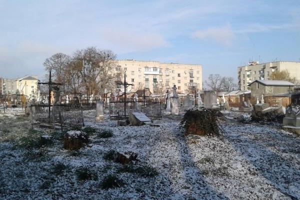 У Радехівському районі з кладовища вкрали хрести