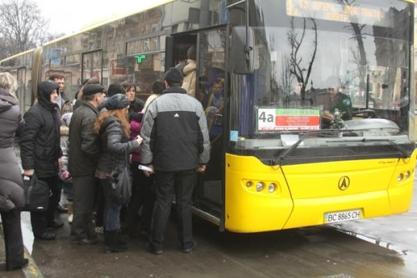 У Дрогобичі пропонують заборонити водіям брати готівку