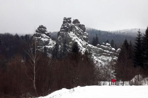 Зимова Тустань: феєрія снігу та каміння (Фото)