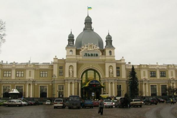 Поліція знайшла «мінера» залізничного вокзалу у Львові