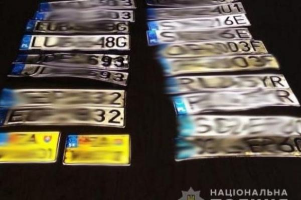 На Львівщині затримали крадіїв 10 номерних знаків