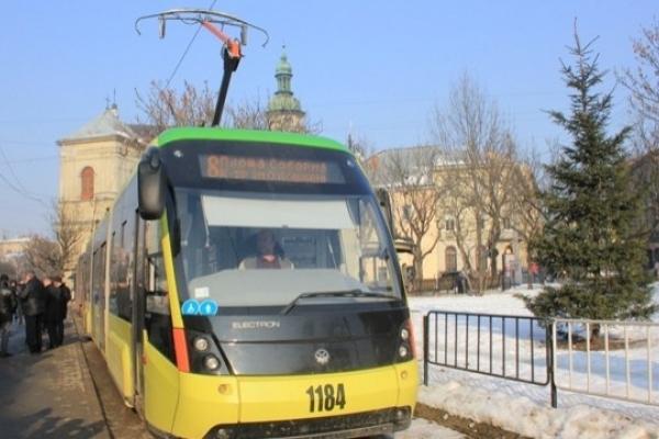 Стало відомо, які трамваї курсуватимуть вулицями Львова у новорічну ніч. Розклад руху