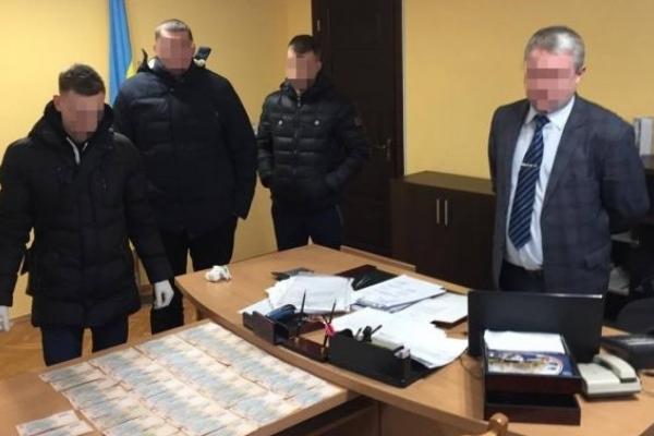 Голова РДА на Львівщині вимагав від підлеглого 21 тисячу гривень