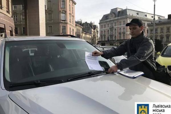 Інспектори з паркування оштрафували у Львові 3678 водіїв