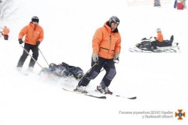 На Львівщині спустили з гір трьох травмованих туристів