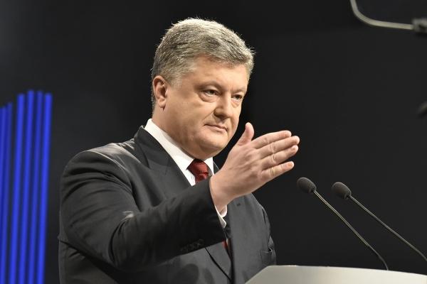 Блогер: Через Порошенка Туск розмовляє українською, а весь світ поважає Україну