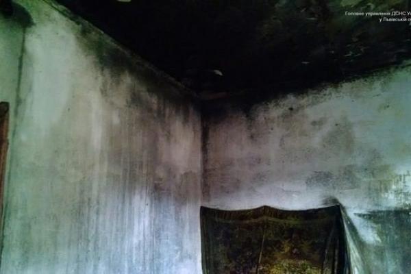 У Винниках чоловік отримав опіки тіла під час пожежі (Фото)