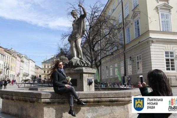 У центральній частині Львова знову запрацювали фонтани