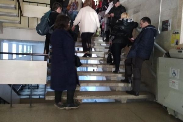 У Львові шалені черги, щоб змінити місце голосування