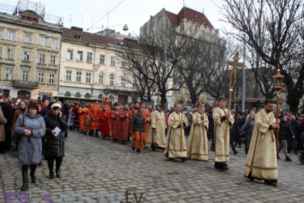 Через Хресну ходу у Львові перекриватимуть рух та змінять маршрути трамваїв