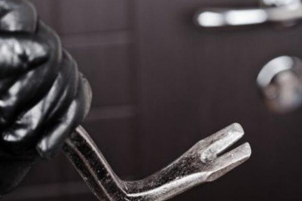 У Львові крадій вирішив помитися в квартирі своєї жертви (Відео)