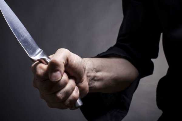 Зловмиснику, який з ножем напав на продавчиню кафе, загрожує до 8 років ув'язнення