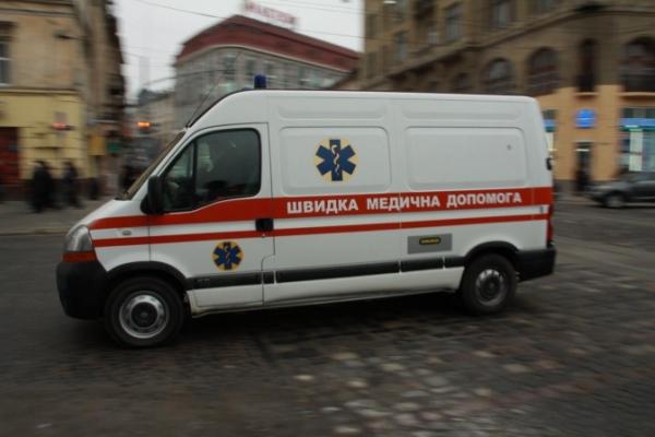 У Львові фрагмент фасаду впав на жінку, яка пересаджувала квіти на балконі