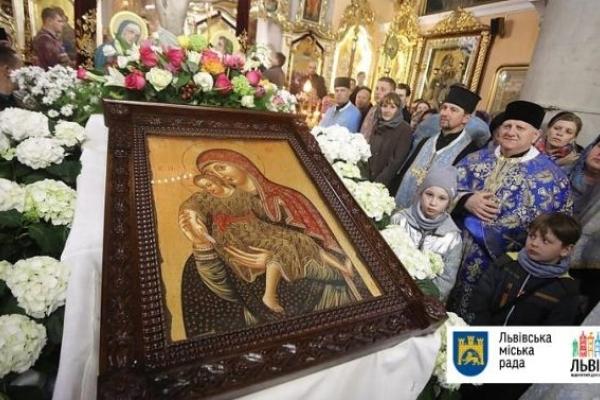 У Львові урочисто зустріли чудотворну ікону й главу ПЦУ (Відео)