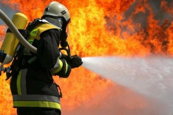 Пожежа у львівському торговому центрі. Працювало 22 вогнеборці (Фото, відео)