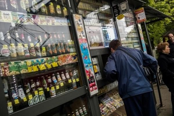 Міську раду Львова просять дозволити торгувати алкоголем у кіосках