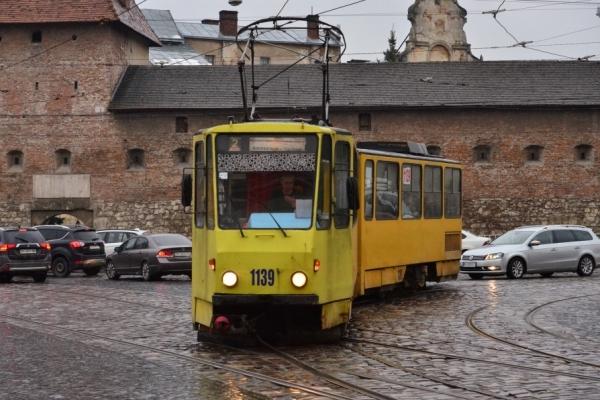 Поливаний понеділок: трамваї не курсуватимуть через площу Ринок