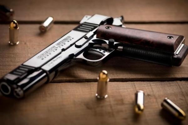 На Львівщині зловмисник погрожував лікарю зброєю