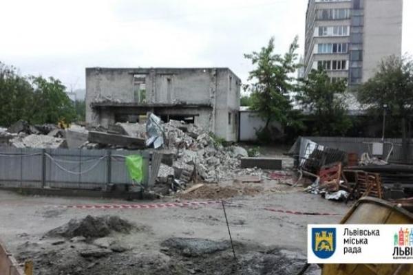 У Львові знову демонтовують капітальну споруду