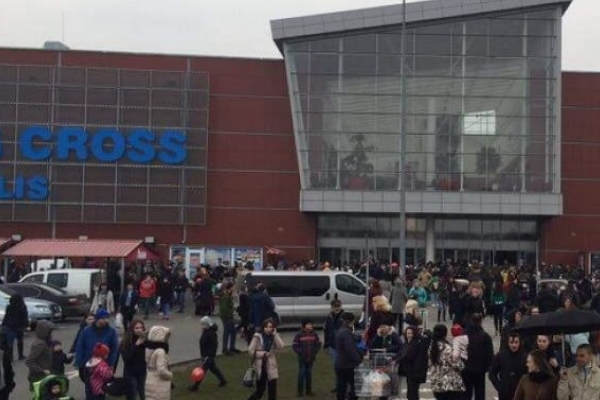 Знову замінували: У Львові евакуювали відвідувачів ТРЦ «King Cross» (Відео)