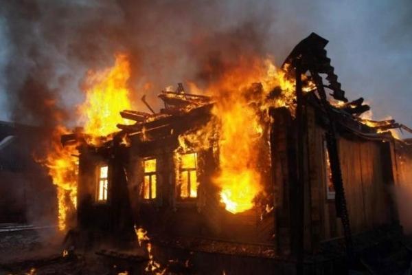 На Львівщині 47-річний чоловік вщент спалив будинок односельчанина