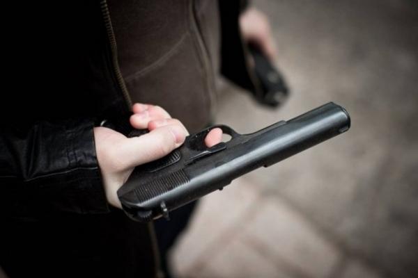 На Львівщині поліцейські затримали хулігана, який погрожував пістолетом