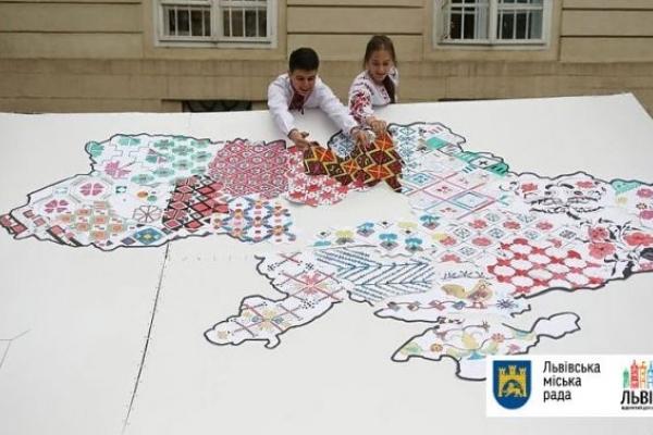 Карта в центрі Львова демонструє різноманітність вишиванок