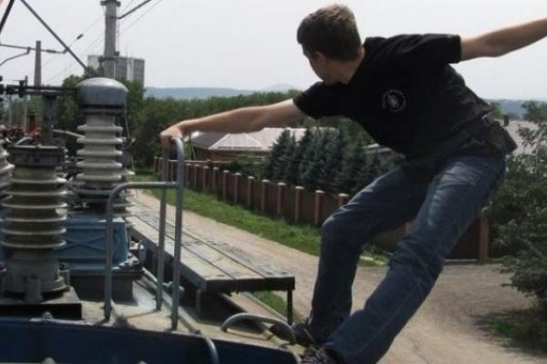 Невдале селфі: На Львівщині підліток травмувався через фото