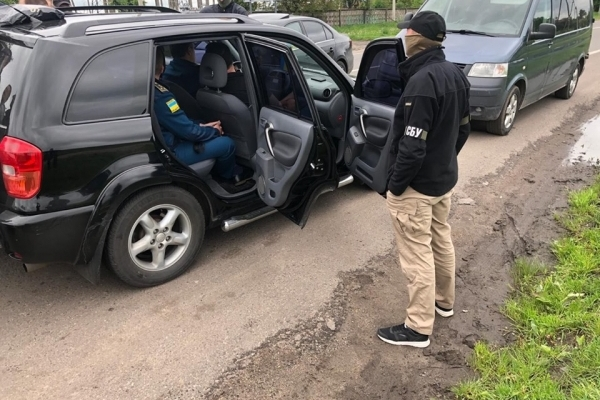 СБУ спіймала на хабарі працівників митного посту «Угринів» (Фото)