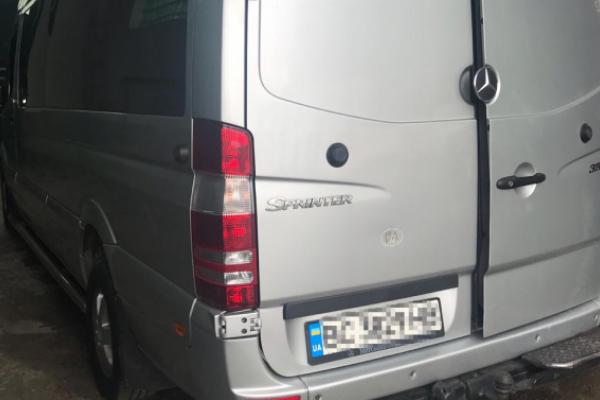 Львів'янин позбувся мікроавтобуса через сигарети (Відео)