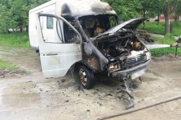 У Львові ліквідували пожежу у вантажівці