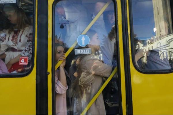 Стало відомо, чи потрібно львівським школярам платити за проїзд влітку