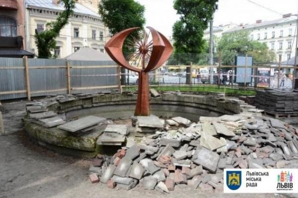 У центрі Львова облаштують ще один сухий фонтан (Відео)