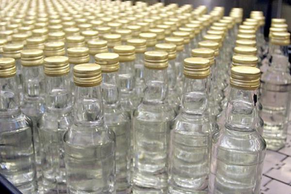 На лаву підсудних на Львівщині потрапили п'ять осіб, які підробляли алкоголь