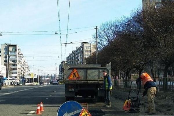 У бензобаки машин львівських ремонтників невідомі знову засипали цукор