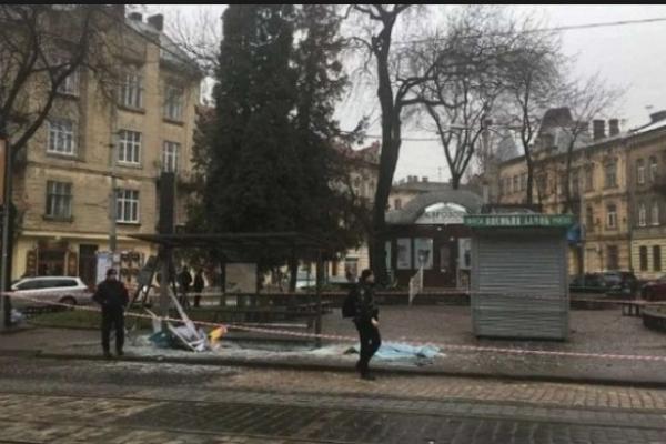 У Львові судитимуть поліцейського, який на смерть збив дівчину на трамвайній зупинці