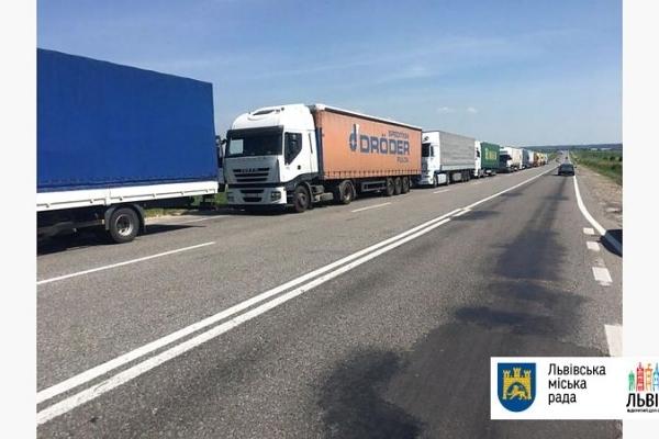 Через спеку у Львові заборонили в'їзд фур