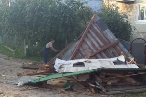 На Жовківщині знищили дерев'яну дзвіницю (Фото)