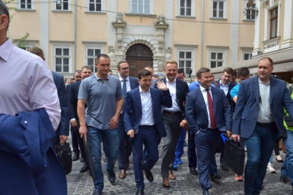 Президент Зеленський прогулявся центром та попив львівської кави (Фото)