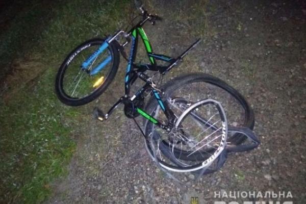 На Львівщині під колесами «Мерседеса» загинув викрадач велосипеда