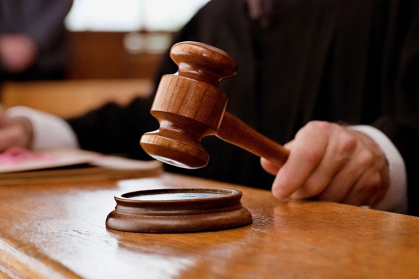 На лаві підсудних опинився поліцейський з Львівщини, який отримав майже 12 тис доларів США хабара