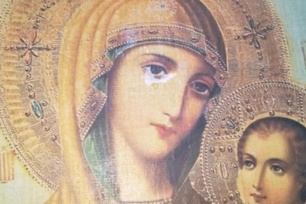 На Львівщині у храмі замироточила ікона (Фото)