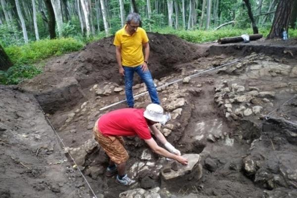 Старовинна знахідка: Поблизу Львова знайшли трипільську амфору, якій більше 5000 років