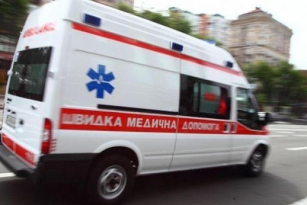 У Львівській області автомобіль зіткнувся з електричкою: одна людина загинула