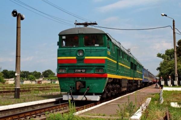 На Львівщині потяг зіткнувся з легковим автомобілем, є загиблі (Фото)