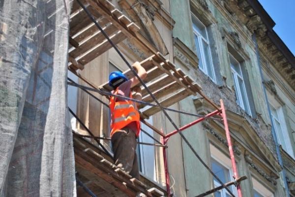 Ремонт аварійних житлових будинків Львова: коли, за скільки та хто на черзі (Відео)